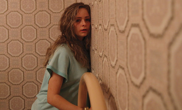 Ashleigh Cummings as Vicki Maloney in HOUNDS OF LOVE (2017)