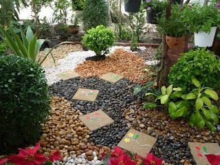 จัดสวนหินหน้าบ้าน