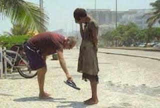 تقديم الخدمة على الرغم من الثراء والتواضع
