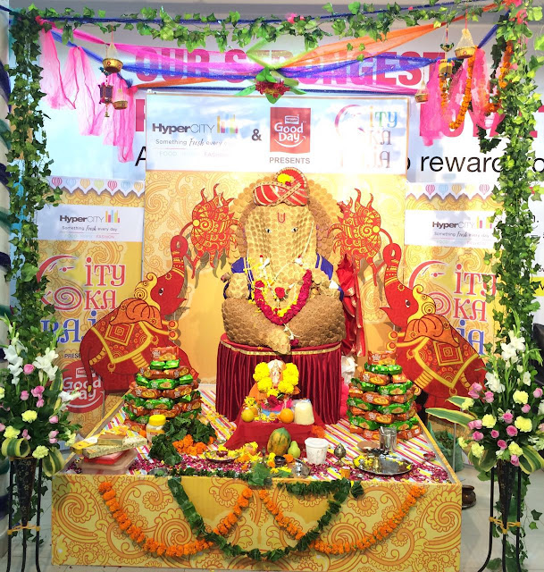 HyperCITY welcomes City Cha Raja in an eco-friendly way - Biscuit Ganesha