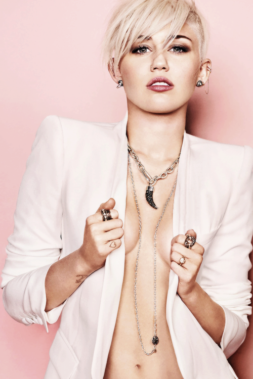 Miley-Cyrus-white-hot-sexy-jacket
