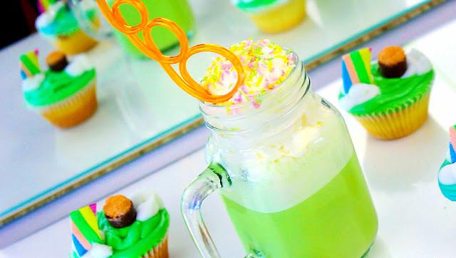 green milkshake, milkshake, green milk shake, irish milkshake, st. patrick's day milk shake, party milk shake, sprinkles milkshake, funky milkshake, shamrock shake, mint milkshake, milkshake recipe, mint milkshake recipe