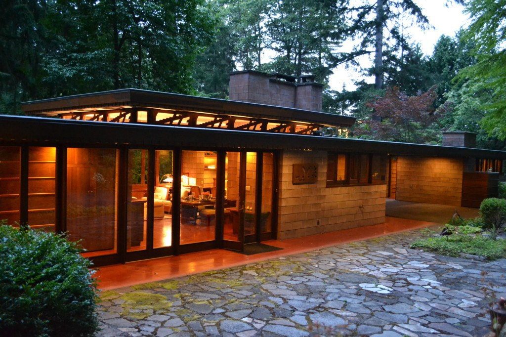Modern house design at clemdesign for Frank lloyd wright inspired house plans