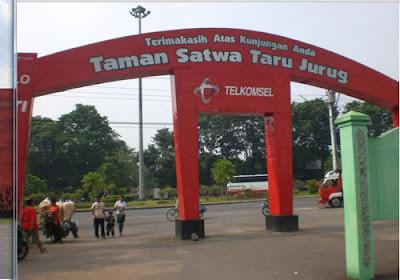 Taman Satwa Taru Jurug gate