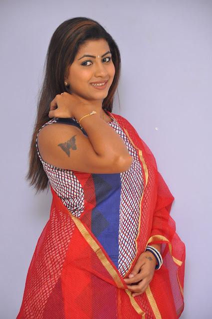 Actress Geethanjali Cute Photo Gallery