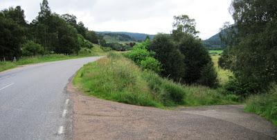 The 7 bridges trail joins the Braemar Road