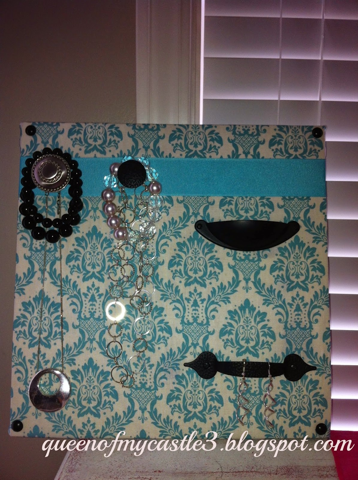 Crafty jewelry board