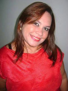A voz de Santana do Ipanema Wilma Azevedo escrever uma nota de agradecimento ao fotográfico Romário Silva.