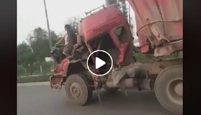 Gaya sopir truk berkendara ekstrem.