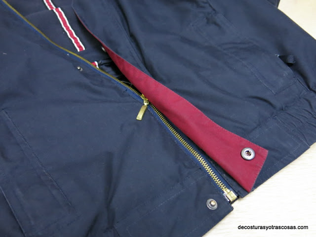 chaqueta con cierre cremallera y automáticos presión