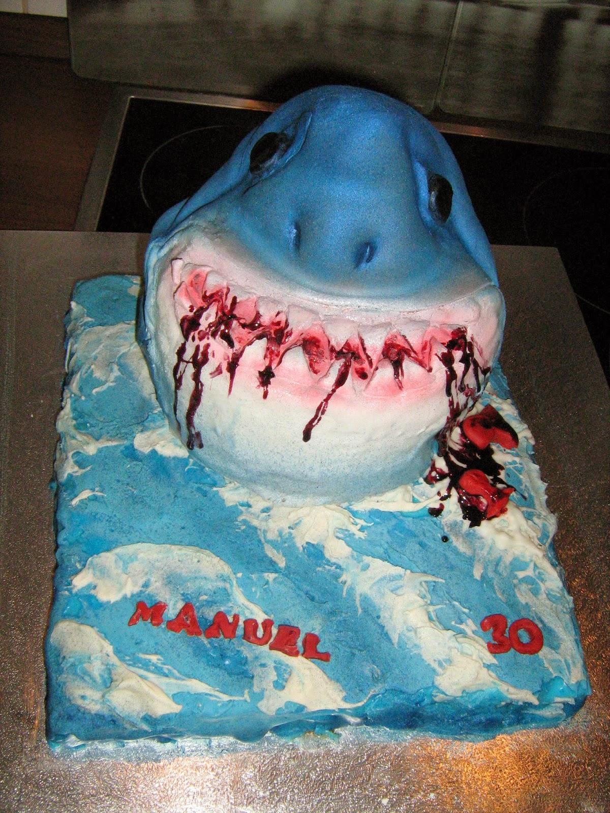 annis fairytale cakes hai torte shark cake f r meinen mann zum 30ten. Black Bedroom Furniture Sets. Home Design Ideas