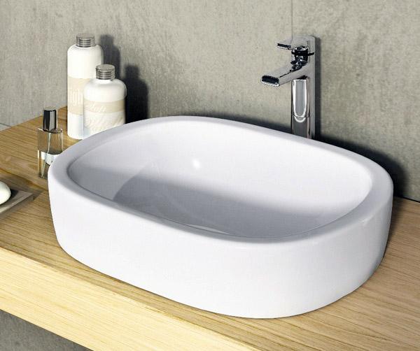 Spazi ridotti in bagno lutilizzo di forme semplici e