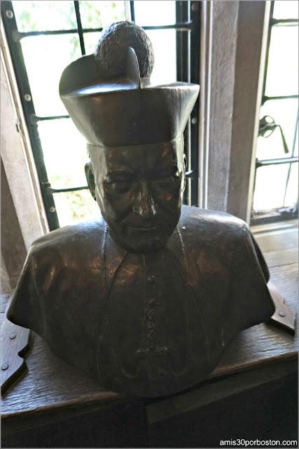 Cardenal Cushing en la Habitación Medieval del Castillo Hammond, Gloucester