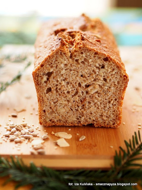 chlebek pszenny zytni, chleb z ziarnami, domowy chleb, domowa piekarnia, upiecz swoj chleb, jak upiec chleb, ziarna, bochenek chleba, chleb codzienny