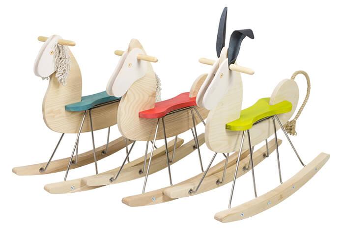 Idee regalo Natale: cavalli a dondolo in legno