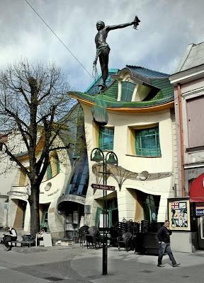 المنزل الأعوج فى بولندا