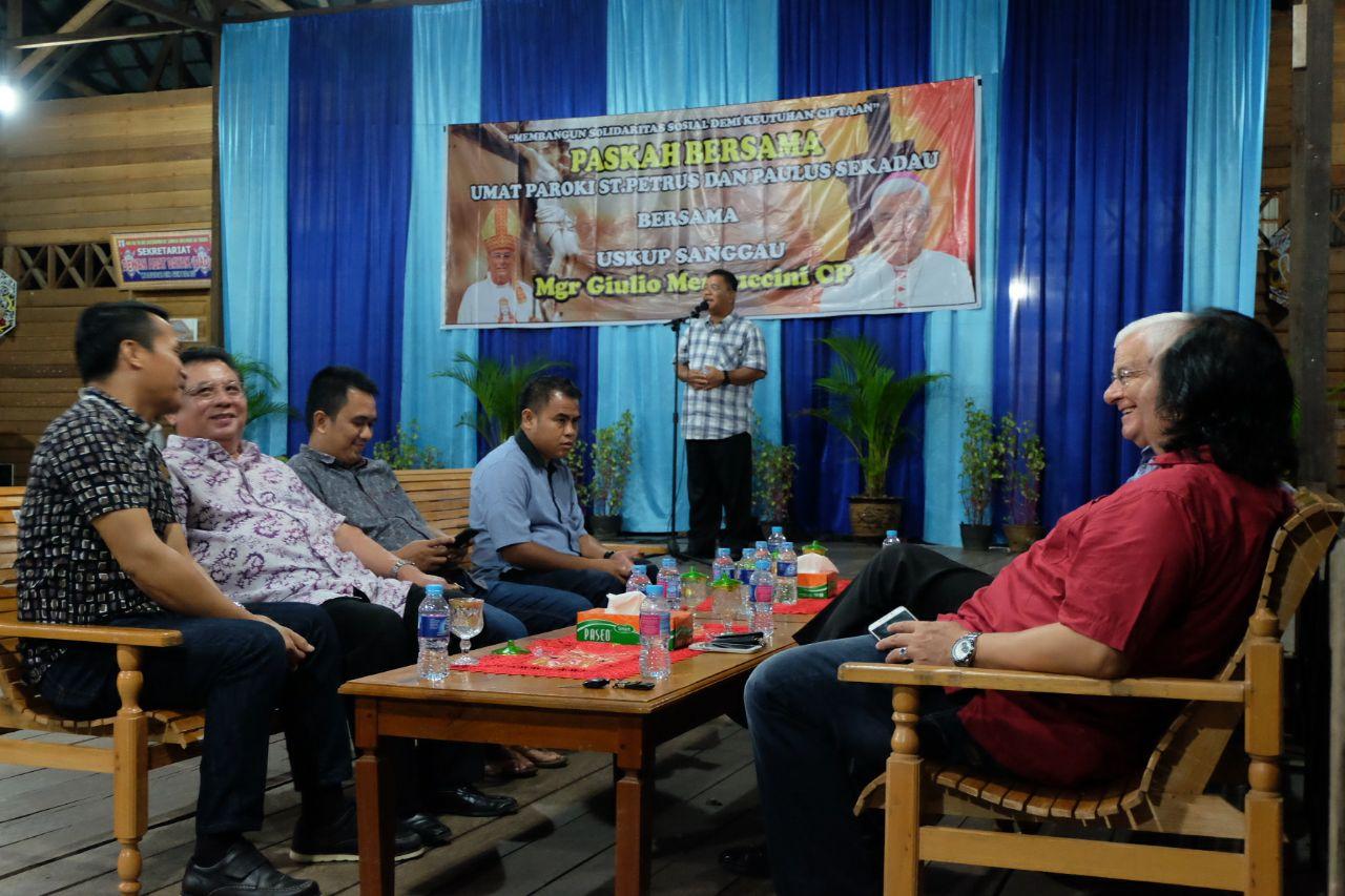 Selain itu, Acara Paskah Bersama ini dihadiri juga para pastor, suster, frater dan diakon dan tamu undangan lainnya.