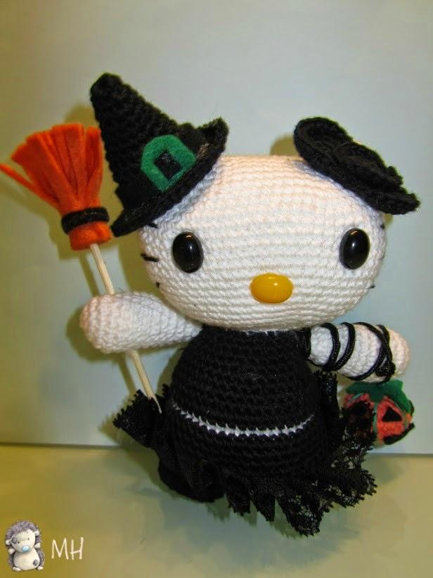 Hello Kitty Brujita con escoba