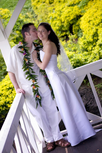 photos of hawaii wedding