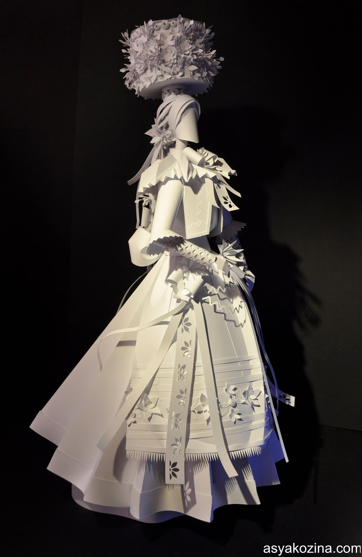 27-Paper-Wedding-Dolls-Asya-Kozina-Paper-Clothing-and-Dolls-www-designstack-co