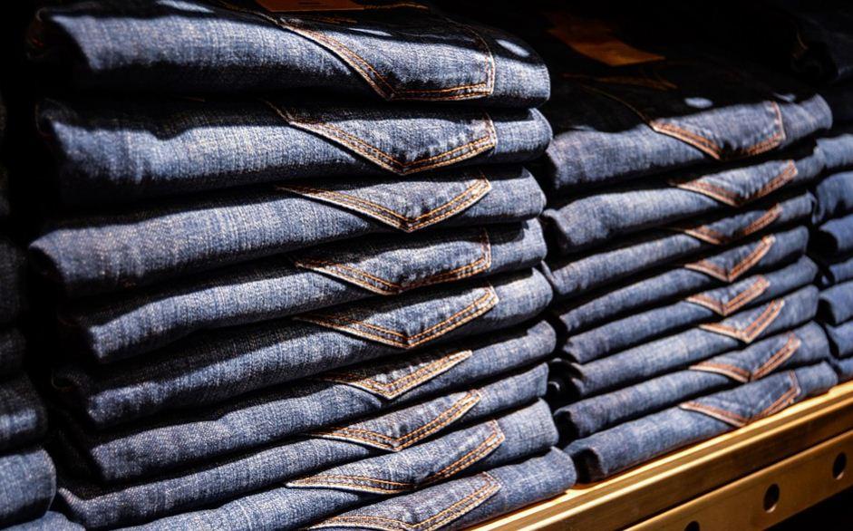 10 Cara Mudah Menghilangkan Noda Permen Karet dari Celana Jeans