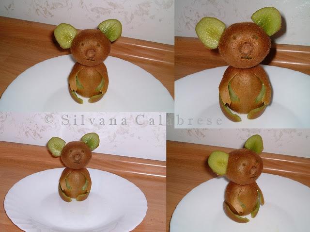Intagli di frutta e verdura. Koala con kiwi