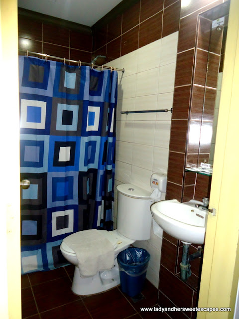 washroom at Riverside Inn Iloilo