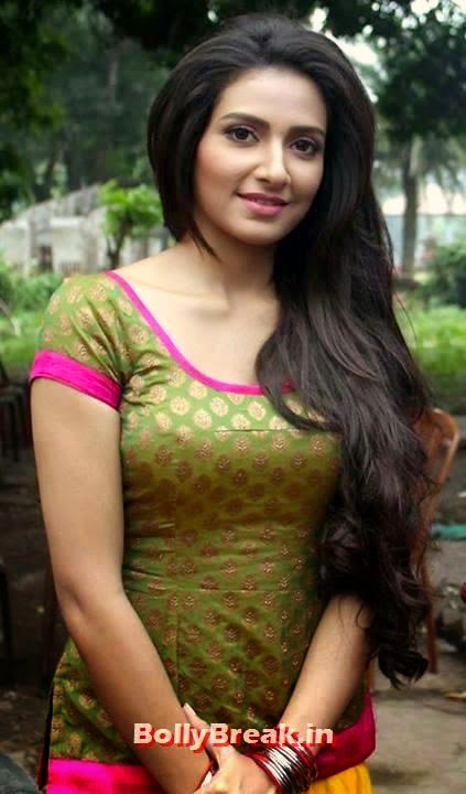1. Subhasree Ganguly: Subhasree Ganguly is at the top of this list for her recent success in the movies like Challenge, Poran Jai Jolia Re, Romeo, Khokababu, Romeo 420, Boss, Ami Sudhu Cheyechi Tomay and Game., Bengali Actresses Hot Photos - Top 10 Bengali Actress