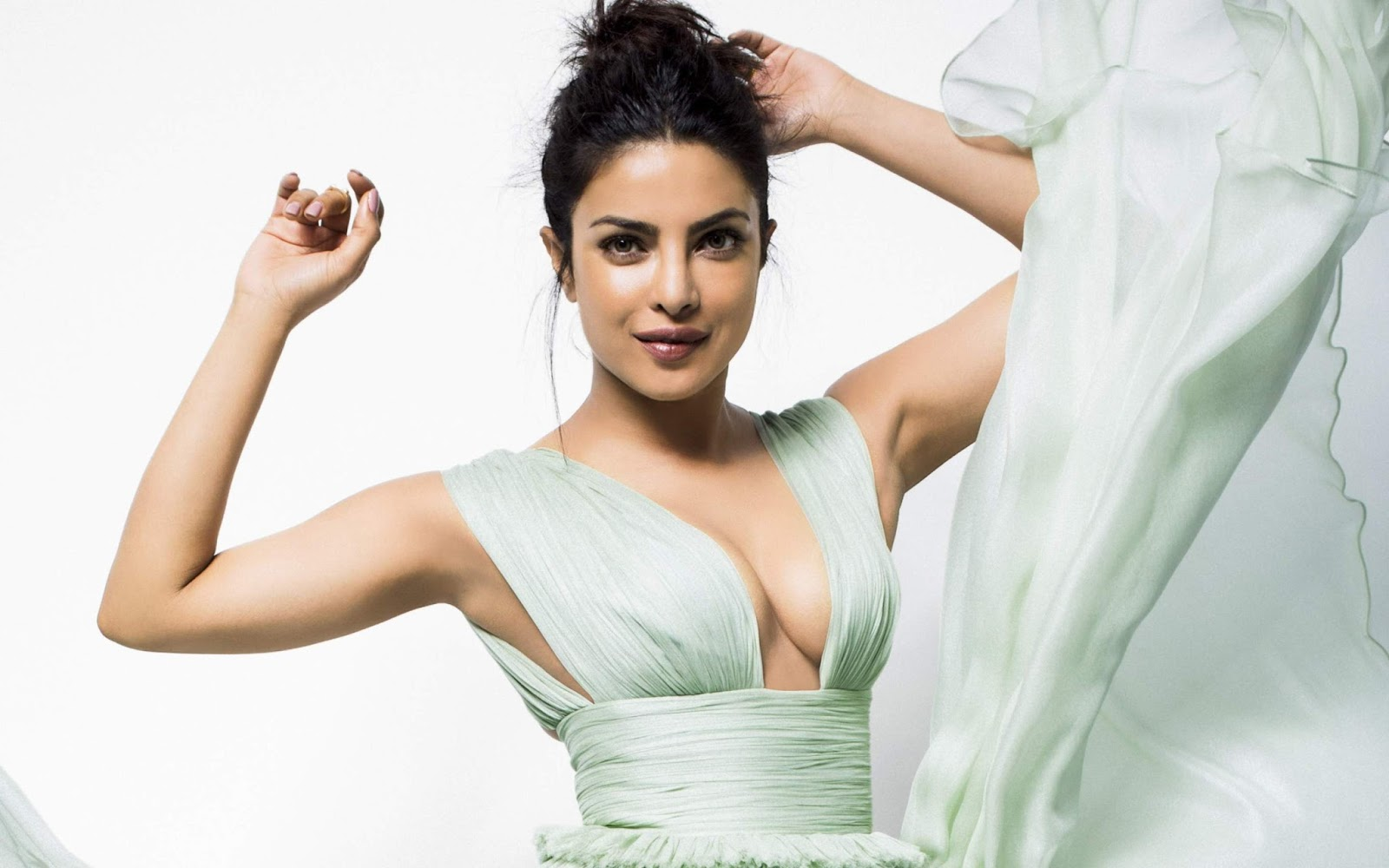 Priyanka Chopra Hollywood Movies Hot Photos Wallpapers -6368