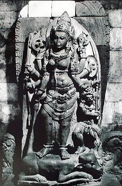 Arca Durga Mahisasuramardini di ruang utara candi Siwa
