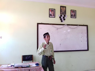 Subhanalloh,,, Belajar Sabar dari Pak Maman, Tetap Semangat Mengajar Meski 40 Tahun Jadi Honorer