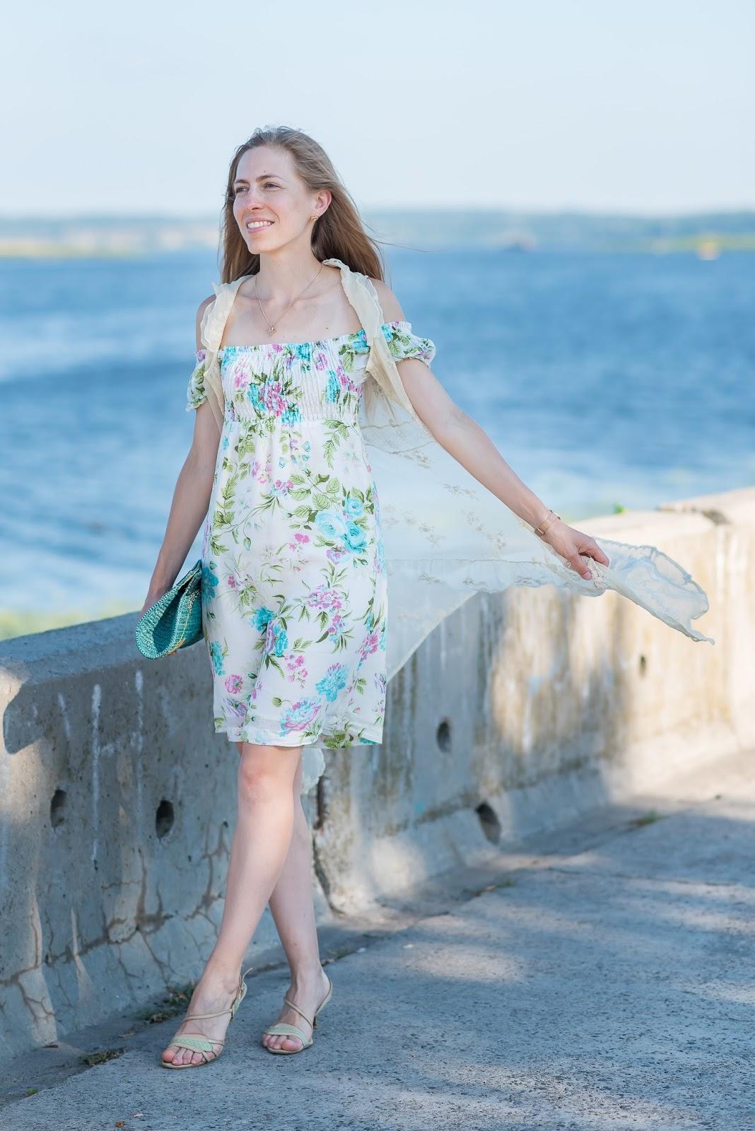 Вишита безрукавка та сукня з відкритими плечима - на вітрі / Embroidered vest and off-shoulder dress - in the wind