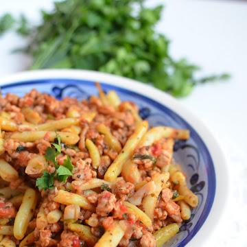 Mięso mielone w sosie pomidorowym z fasolką szparagową - Czytaj więcej »