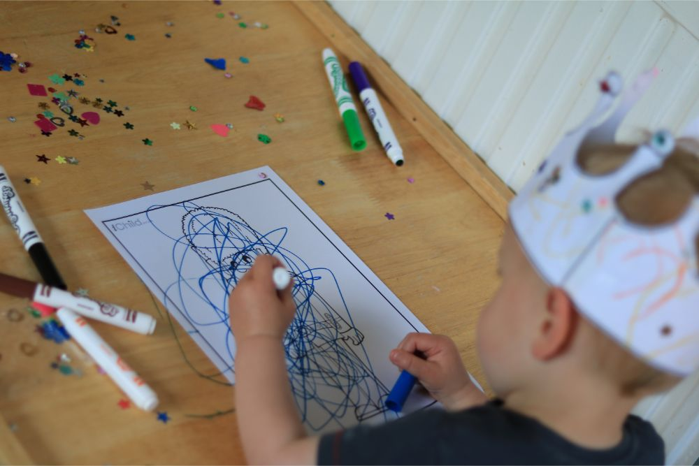 toddler-colouring-in