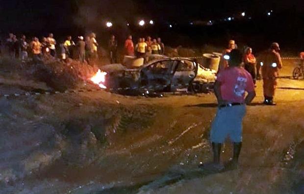 Corpo é encontrado em Nossa Senhora do Socorro dentro de carro em chamas