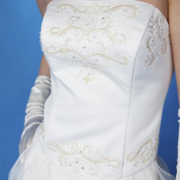 שמלת כלה בשילוב רקמה