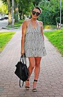 http://www.karyn.pl/2017/08/sukienka-w-paski-i-zielone-sandaki-na.html