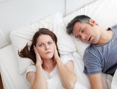 7 Cara Jitu Menghilangkan Kebiasaan Mendengkur Saat Tidur