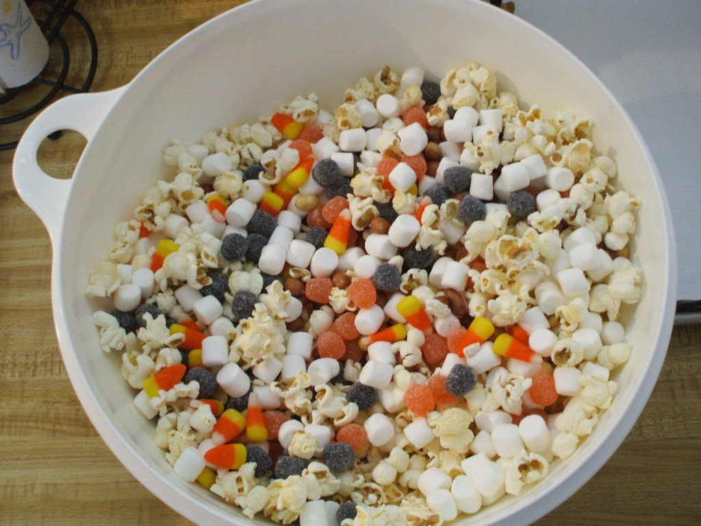 Lisa Loves Holidays Mrs Livingwood S Chewy Popcorn Balls