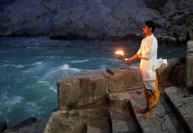 Молитва на березі Гангу