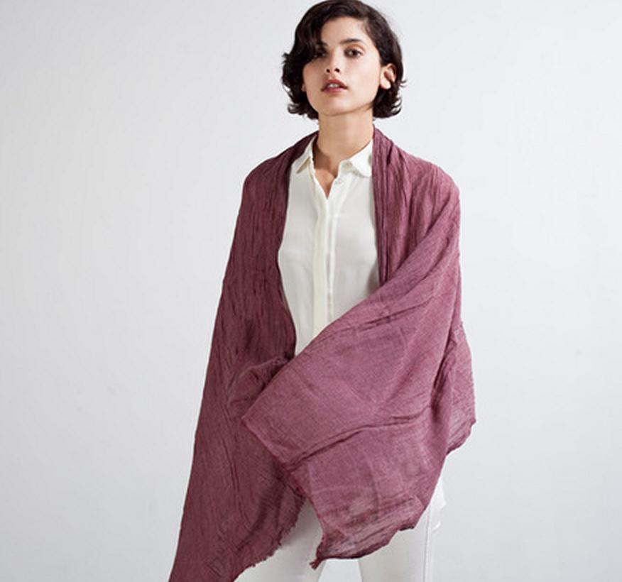 Breastfeeding idea: Everlane scarves | Banabis