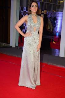 Telugu Actress Raashi Khanna Stills at Mirchi Music Awards South 2018 (2)