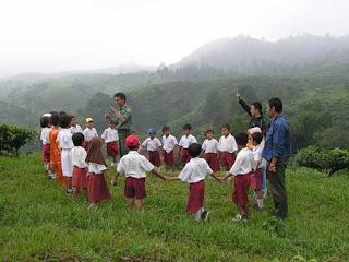 Belajar ialah sebuah kebutuhan dan berguru merupakan suatu kewajiban bagi setiap warga n Empat Pilar Belajar UNESCO