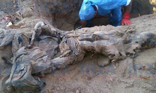 Hallan a cuerpo enterrado en fosa clandestina en Acapulco Guerrero