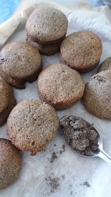 Petits sablés au sésame noir;délicieux,goût intense et corsé,comme du café!