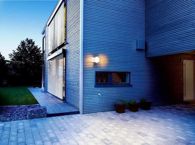 Lampă LED cu senzor de mișcare și număr de casă iluminat