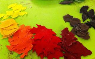 gunting flanel menjadi daun betulan