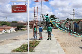 Praça do Bairro Limeira recebe ornamentação para período junino 2019