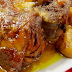 Εξαιρετικά πεντανόστιμο κότσι με μυρωδικά και μέλι στη γάστρα