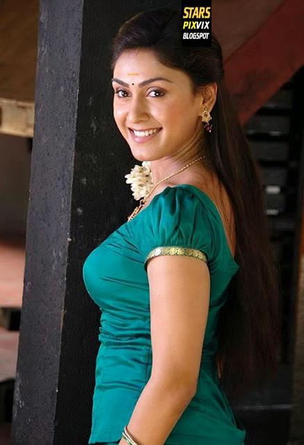 Bold  Beautiful Manjari Phadnis Photos  Cute Marathi -2160